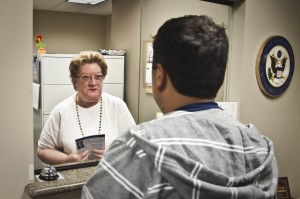 Ann M. Peifer, District Director in Schiff's Burbank field office (ԱՄՆ կոնգրեսական Շիֆի Բըրբանքի գրասենյակի տարածքային ղեկավար Էն Մ. Փայֆերը)