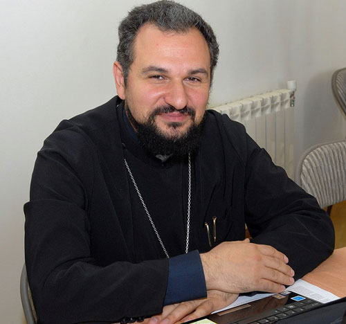 Father Reverend Vahram Melikyan (© aravot.am)